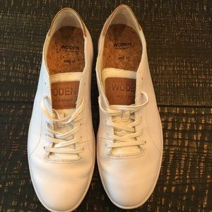 White Classic Leather sneaker